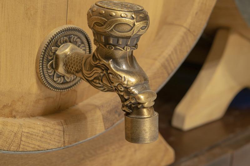 badkamerkraan van brons
