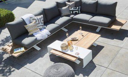 houten loungeset in de tuin