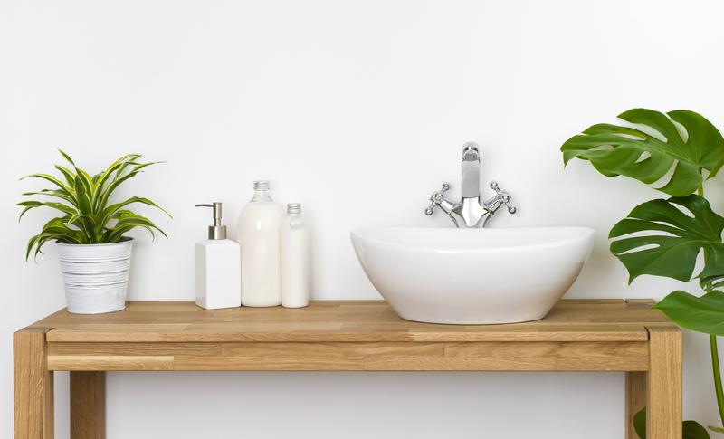 witte badkamer meer kleur geven