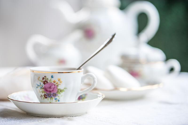Porselein theeservies mooi houden